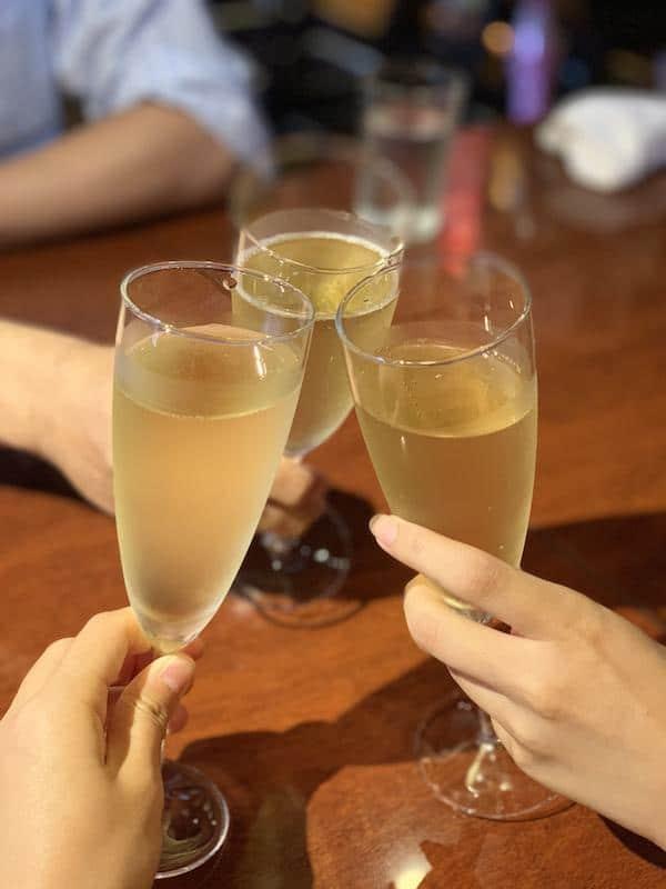 EST!PROSSIMOワインで乾杯